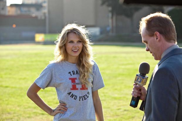 """Taylor Swift cũng từng có kinh nghiệm diễn xuất khi tham gia """"Valentine's Day""""."""