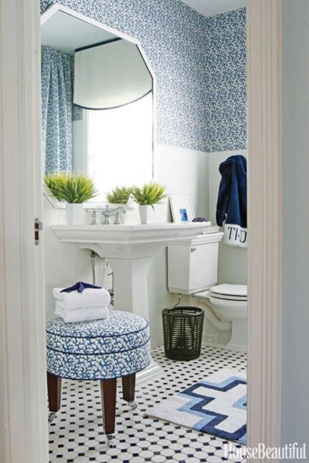 Màu xanh lam trên tường cùng chiếc ghế, cộng với ô vuông trên sàn chính là điểm nhấn của không gian này.