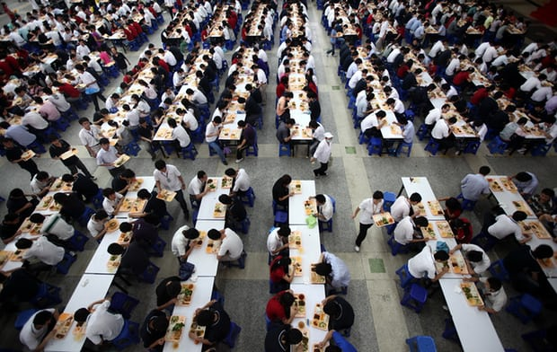 Chuyện đáng sợ ít người biết đằng sau cánh cổng nhà máy sản xuất iPhone tại Trung Quốc