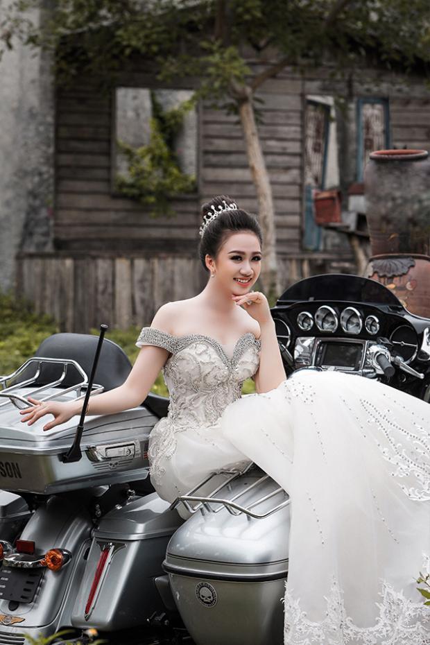 Tú Anh chia sẻ, sau khi kết hôn cô nàng vẫn sẽ tiếp tục thực hiện ước mơ của mình là thi vào Bộ Ngoại giao để làm việc.