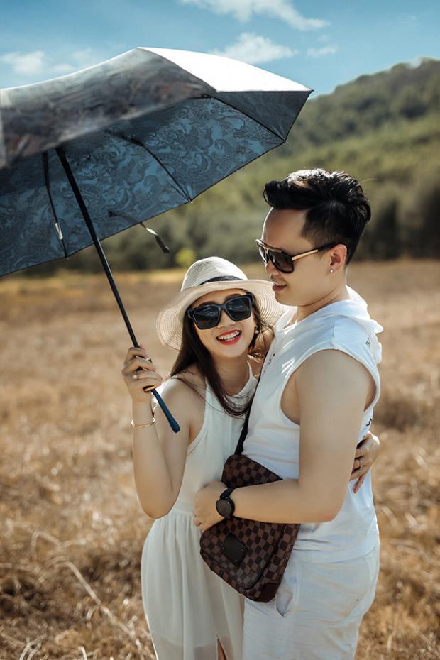 Vị hôn phu của Tú Anh là Đình Đức, SN 1988, từng là du học sinh Úc, hiện tại đã về nước và tiếp quản công việc kinh doanh của gia đình.