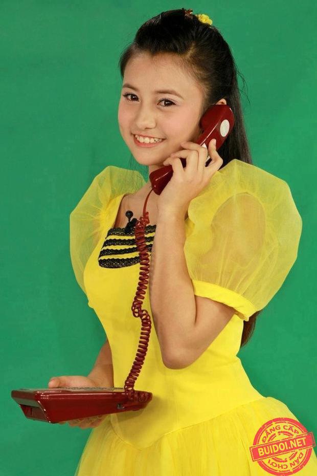 """Là MC đời đầu ghi dấu với chương trình """"10 vạn câu hỏi vì sao"""" phát sóng trên VTV3 và VTV2; """"Thi tài cùng chị Ong Vàng"""", Phạm Thúy Quỳnh (sinh năm 1997) chính là """"Chị ong vàng"""" để lại nhiều ấn tượng sâu đậm chất cho fan."""