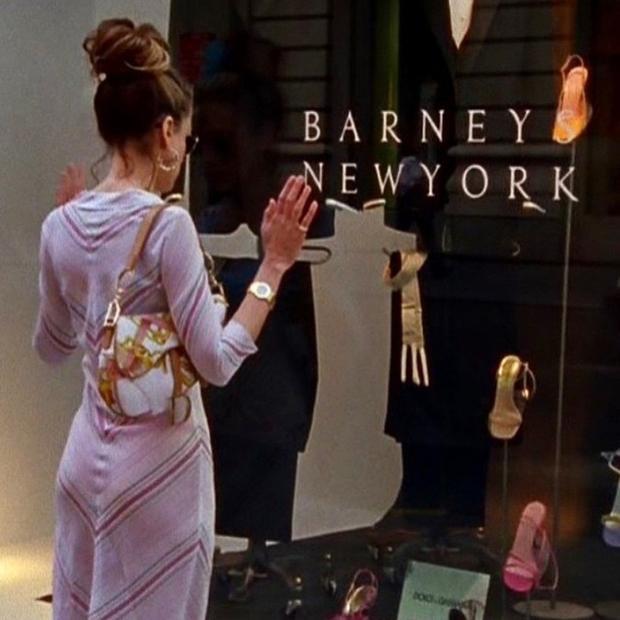"""Dior Saddle từng gắn với thanh xuân của nhiều cô nàng qua bộ phim """"Sex and City"""" nổi tiếng."""