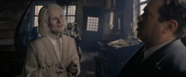 Nicolas Flamel xuất hiện ở cuối trailer với một phân cảnh hài hước.
