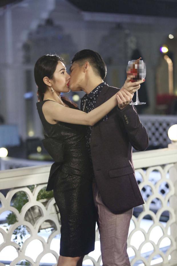 Nụ hôn gây nhiều dấu ấn nhất đến hiện tại chắc chắn thuộc về Thủy Tiên trong phim ngắnChuyện tình Maldives.