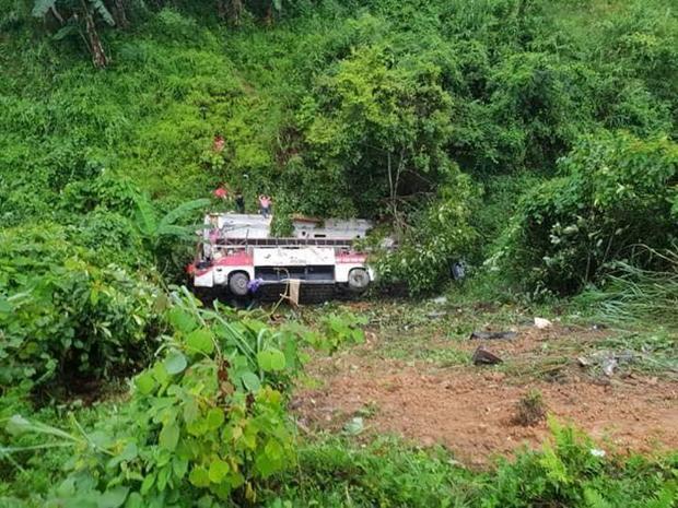 Hiện trường vụ tai nạn xe khách thương tâm.