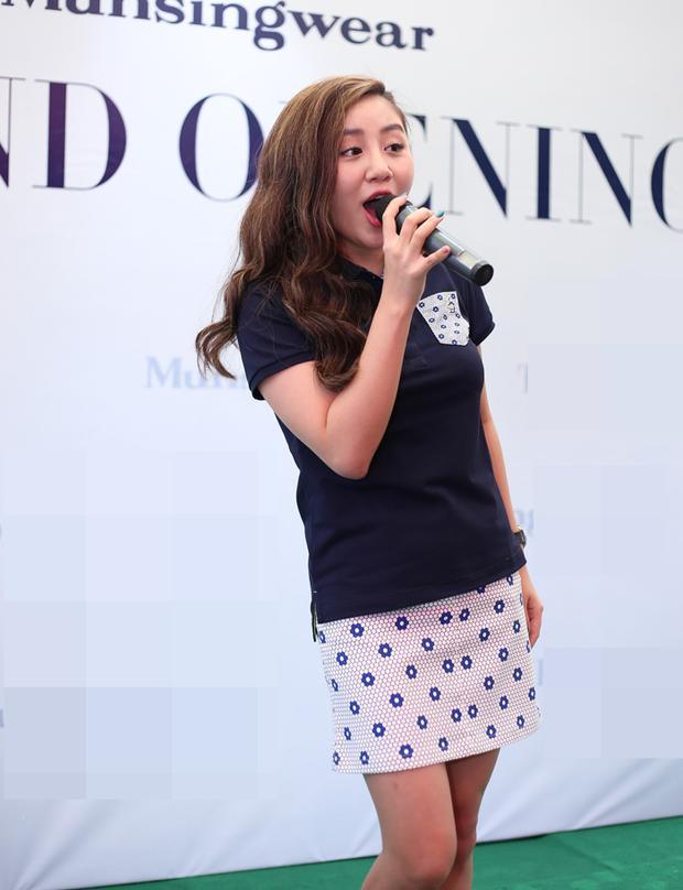 Văn Mai Hương làm người mẫu xuất hiện bên mỹ nam đúng ngày định mệnh