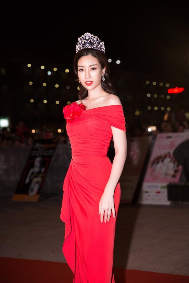 """Hoa hậu Việt Nam 2016 """"khoe"""" nhan sắc ngày càng chín muồi theo thời gian."""
