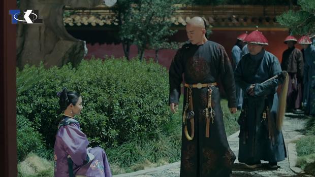 Hoàng thượng gặp Thư Quý nhân đang xướng ca trong Ngự Hoa viên.