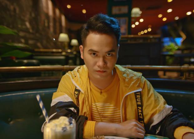 """Tuy nhiên, người bạn trai lạnh lùng đáp """"Không, bye em"""" và đập tiền thanh toán bữa ăn lên bàn một cách phũ phàng."""