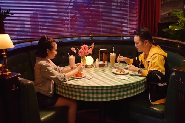 Teaser Chia tay đừng làm bạn có nội dung là cuộc đối thoại của một cặp đôi đang nói lời chia tay trong khung cảnh một nhà hàng. Trong đó, cô bạn gái (Huyền Sambi đóng) van xin người yêu mình (Khắc Hưng) quay lại và xin lỗi vì đã lừa dối anh.