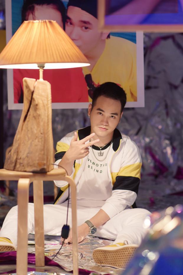 Khắc Hưng là nhạc sĩ sở hữu nhiều bản hit ấn tượng trên thị trường như Sau tất cả, Ánh nắng của anh, Ghen, Cũng đành thôi, Đâu chỉ riêng em… Đặc biệt, dự án sản xuất album Tâm 9 cho Mỹ Tâm vào cuối năm 2017 tạo nhiều tiếng vang.