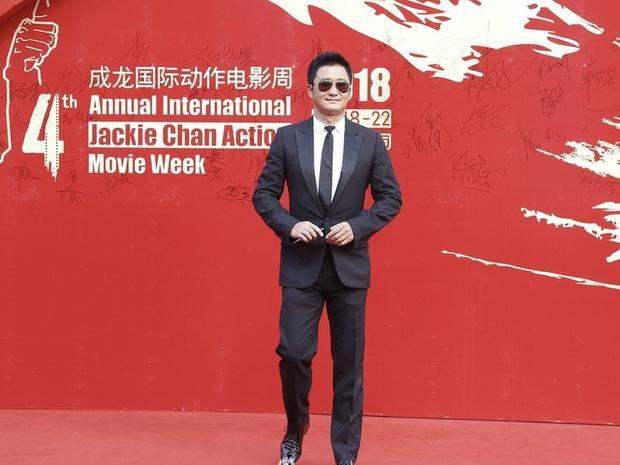 Diễn viên Ngô Kinh với phong cách lịch lãm