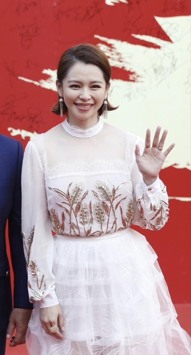 Mỹ nữ Từ Nhược Tuyên nổi tiếng với nhan sắc trong trẻo nhưng đã khéo lộ rõ nhiều nếp nhăn trong thời gian gần đây.