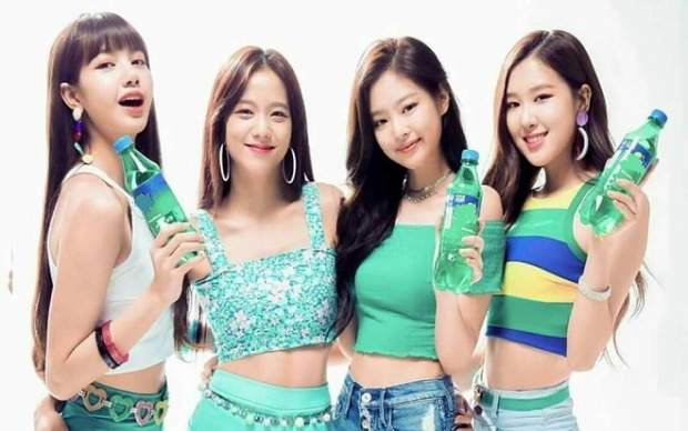 Jenni cùng cả nhóm tiếp tục gây sốt khi tham gia CF quảng cáo tại Thái Lan.