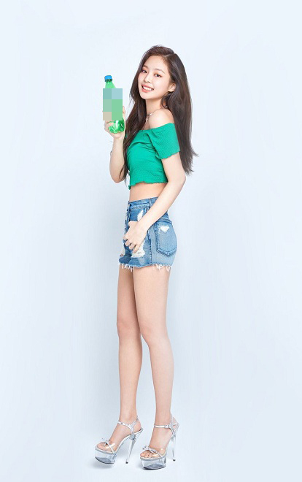 Nghẹt thở khi Jenni (Black Pink) liên tục tiếp thị cơ thể đẹp như tranh vẽ