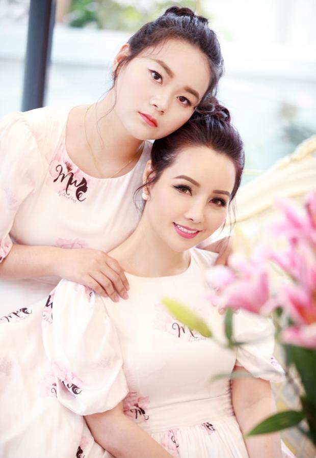 Giật mình vì con gái Mai Thu Huyền 15 tuổi đã phổng phao xinh đẹp thế này