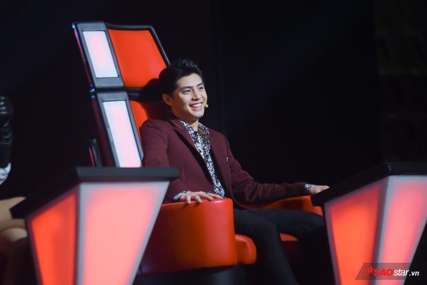 """Noo Phước Thịnh bảnh bao tại """"ghế nóng"""" vòng Đo ván The Voice 2018."""