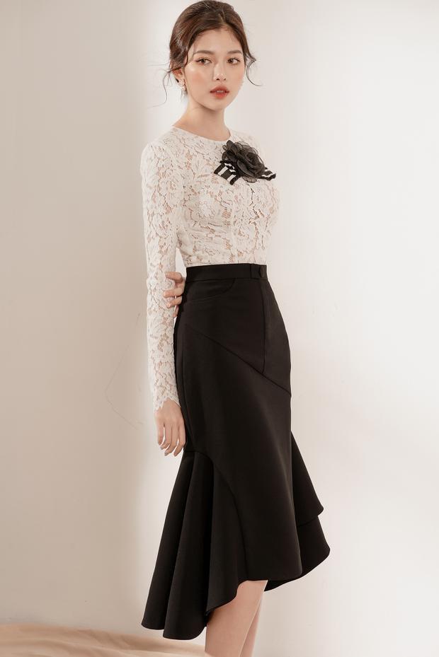 Áo ren trắng xuyên thấu kết hợp với váy đen dài