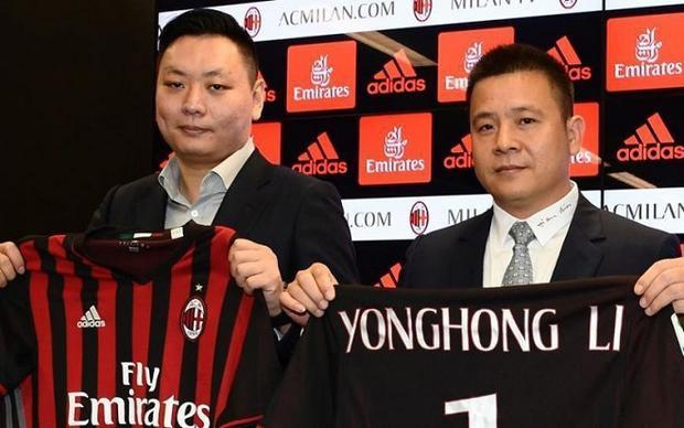 """Yonghong Li (trái) thực chất chỉ là đại gia """"rỏm"""". Ảnh: SupChina."""
