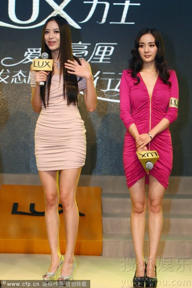 """Dương Mịch bị """"dìm hàng"""" toàn tập khi đứng cùng với siêu mẫu họ Bạch."""