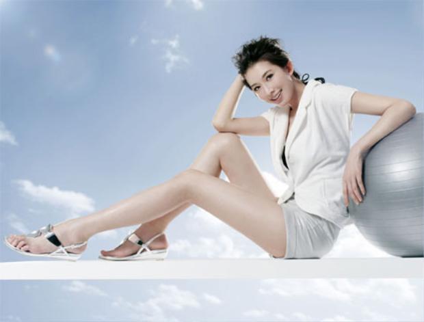 Cô không tiếc tiền mua bảo hiểm cả triệu USD (hàng chục tỷ đồng) cho đôi chân của mình.