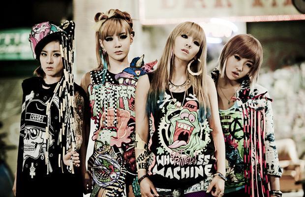 Một thời 2NE1 làm mưa làm gió với gu thời trang độc đáo.