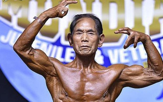 Ông Toshisuke Kanazawa có một thể hình đáng ngưỡng mộ ở tuổi 80.