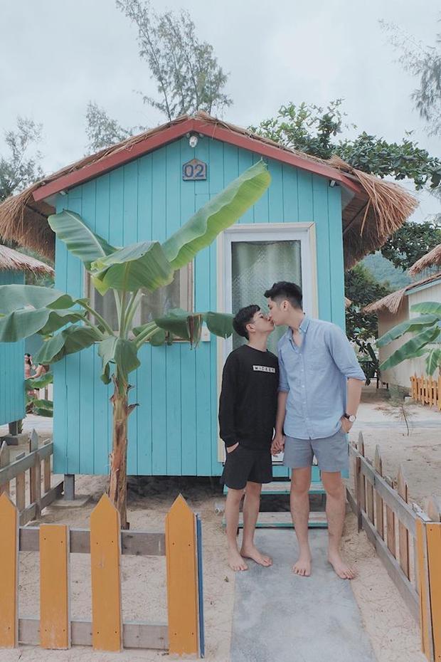 Cặp đôi trai đẹp nổi tiếng của LGBT Việt khoe clip đi du lịch cùng nhau tình tứ đến phát hờn