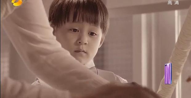 Phương Vũ có tuổi thơ vô cùng đáng thương, không được biết giới tính thật sự của mình cho đến năm 6 tuổi.