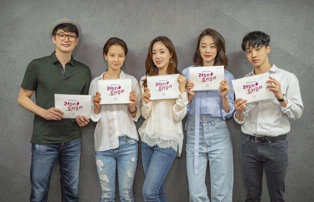 Khơi dậy vụ chìm phà Sewol, phim của Song Ji Hyo-Park Shi Hoo có khả năng bị tẩy chay dù chưa lên sóng Khơi dậy vụ chìm phà Sewol, phim của Song Ji Hyo-Park Shi Hoo có khả năng bị 'tẩy chay' dù chưa lên sóng