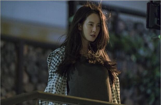 Song Ji Hyo. Khơi dậy vụ chìm phà Sewol, phim của Song Ji Hyo-Park Shi Hoo có khả năng bị 'tẩy chay' dù chưa lên sóng