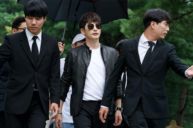 Park Shi Hoo. Khơi dậy vụ chìm phà Sewol, phim của Song Ji Hyo-Park Shi Hoo có khả năng bị 'tẩy chay' dù chưa lên sóng