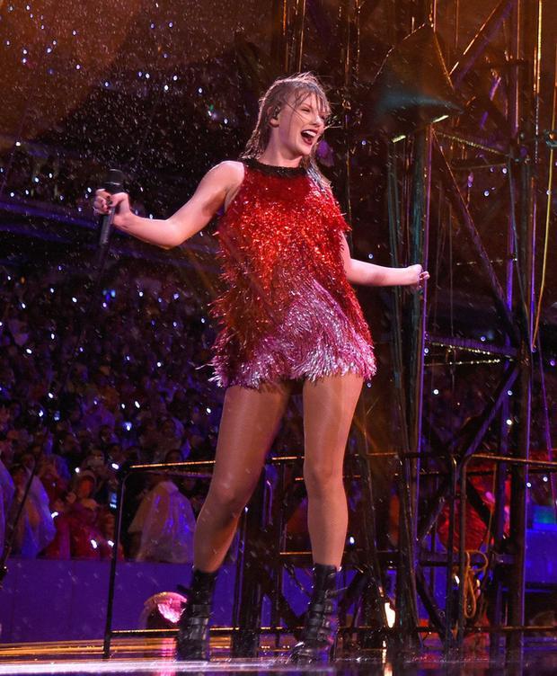 Những màn biểu diễn cực sung của Taylor Swift trên sân khấu Reputation World Tour ởNew Jersey.