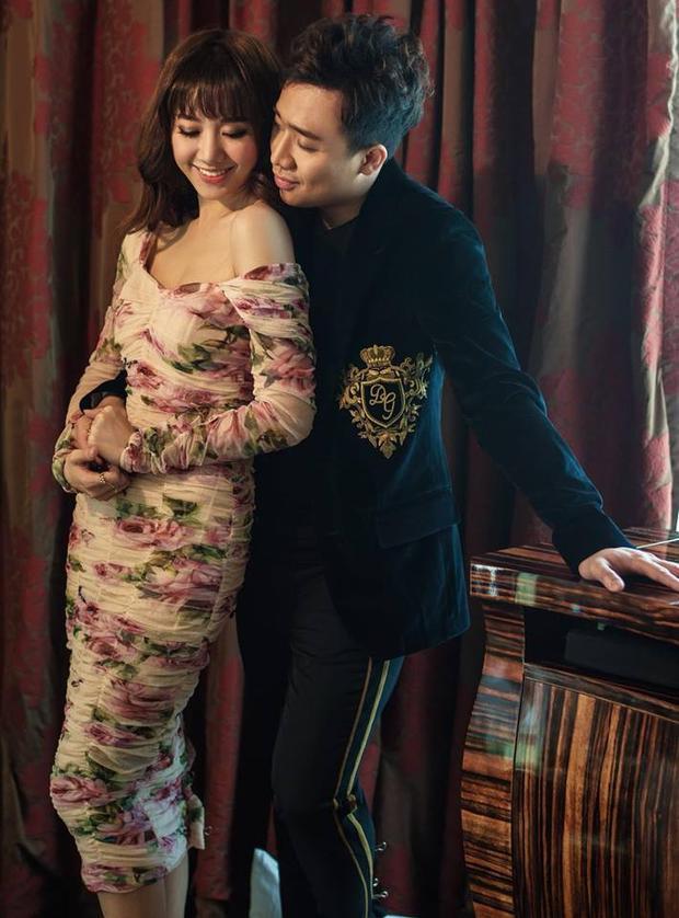 Cặp vợ chồng trẻ của Vbiz luôn dành cho nhau những cử chỉ tình cảm, âu yếm. Vẻ hạnh phúc, rạng rỡ hiện rõ trên khuôn mặt Hari Won.