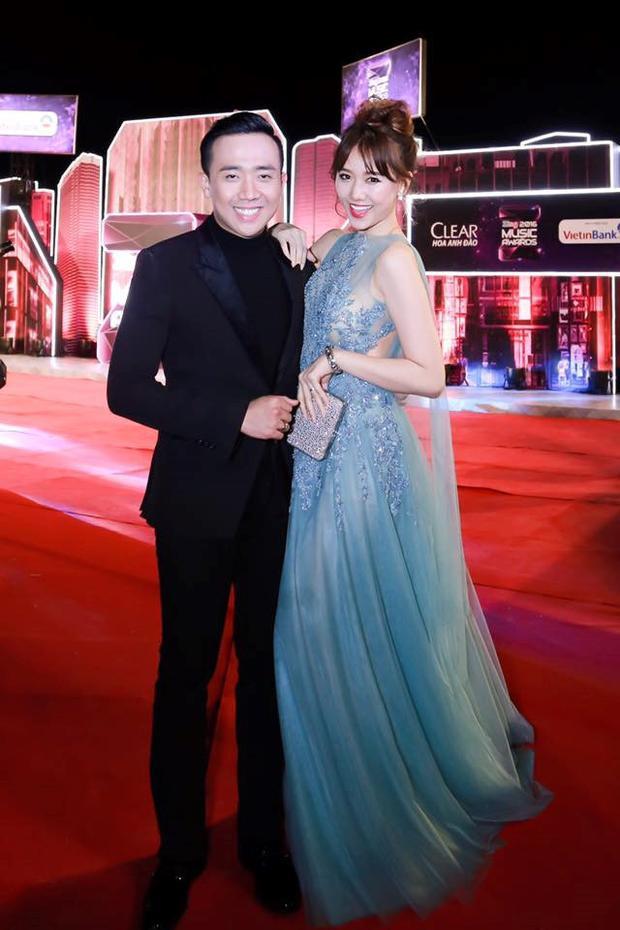 Bà xã Trấn Thành thướt tha trong chiếc váy voan mỏng nhẹ, màu xanh pastel.