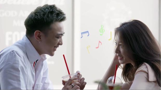 """Khoảnh khắc """"tình bể bình"""" của Soobin và Jiyeon."""