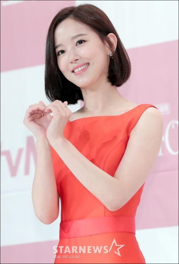 Nụ cười tươi sáng của Kang Han Na.