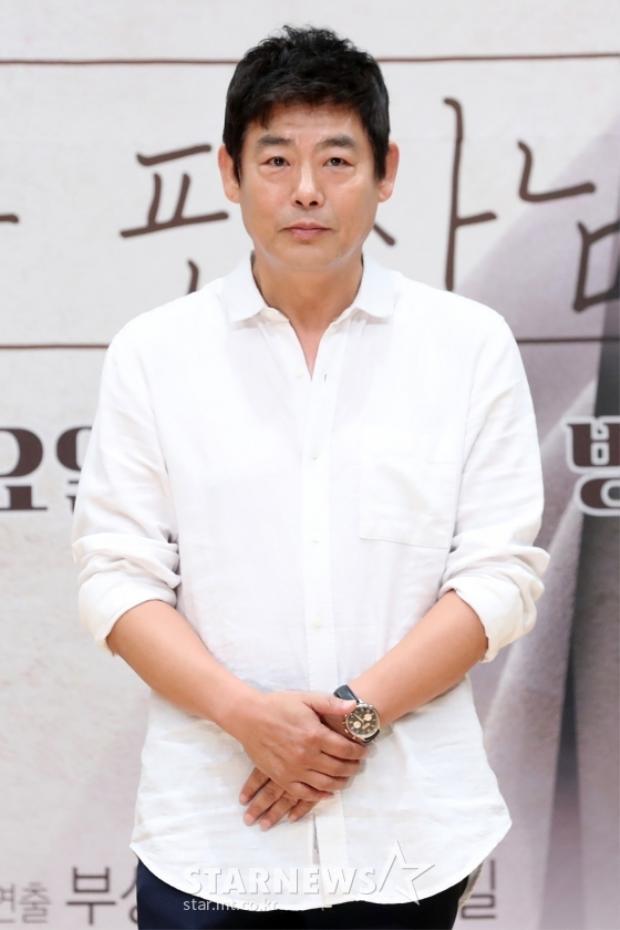 """Sung Dong Il vừa hoàn thành drama """"Quý cô Hammurabi"""", ngay lập tức đã xuất hiện trong dự án mới."""
