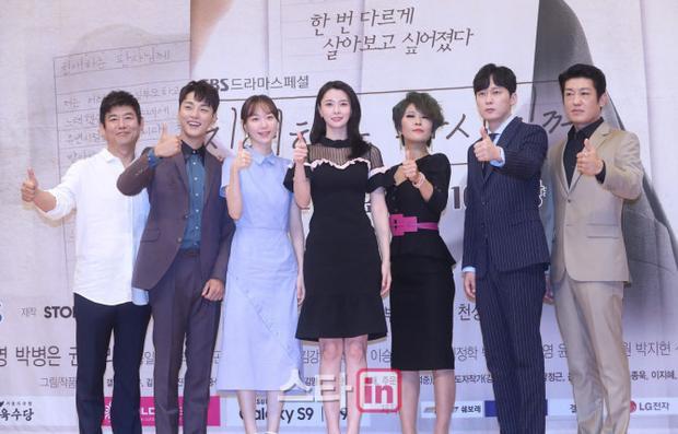 Họp báo 'Your Honor': Bỏ rơi dàn nữ chính, Yoon Si Yoon sánh vai cùng Sung Dong Il