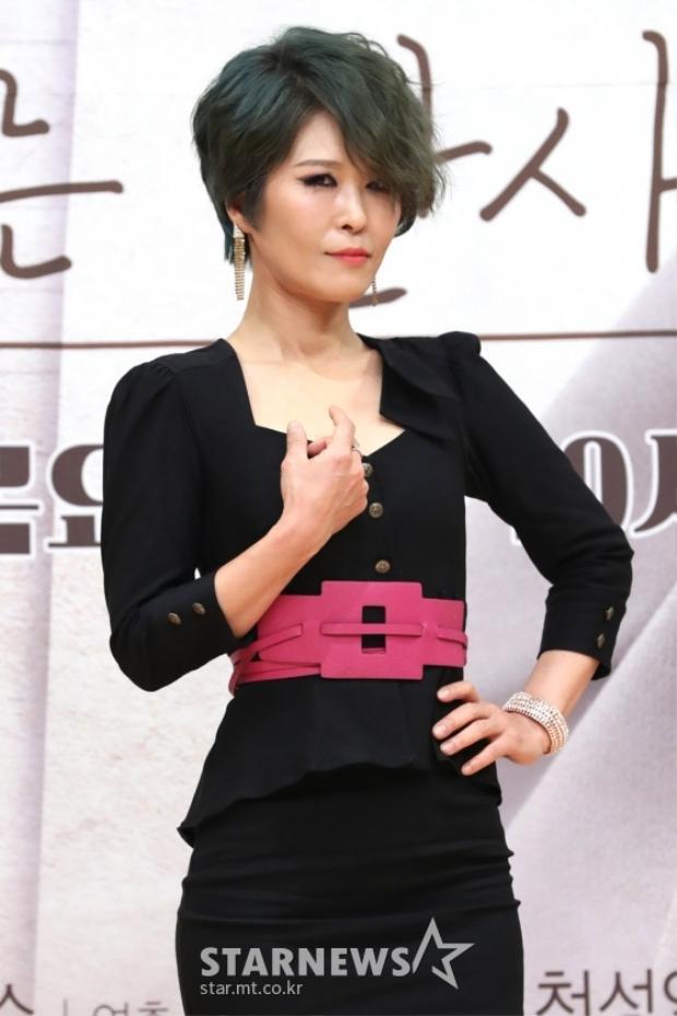 Hwang Seok Jung.