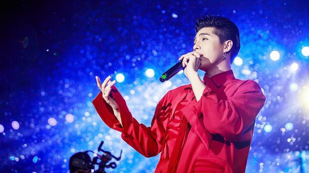 Noo Phước Thịnh vốn là một nghệ sĩ nổi tiếng với hình ảnh thân thiện cùng các fan.