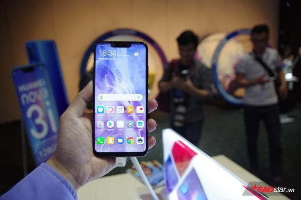 Huawei ra mắt Nova 3i tại Việt Nam: Thiết kế tai thỏ, chú trọng vào camera!