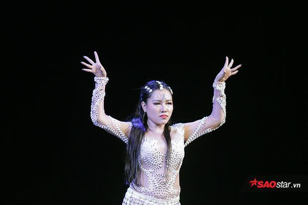 Nhan sắc ấn tượng của Miêu nữ bellydance giành vương miện Hoa khôi múa bụng