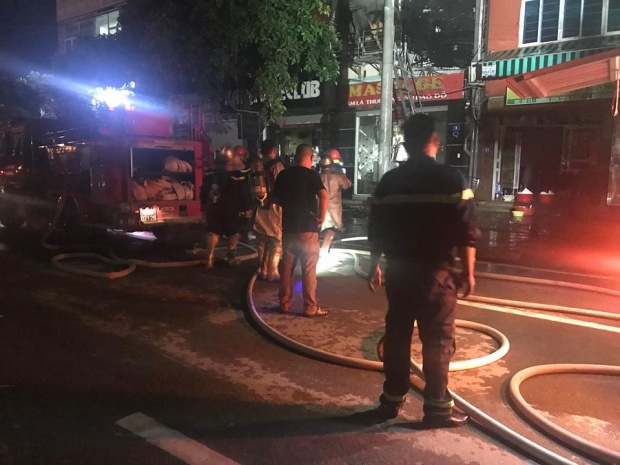 Nhiều xe chữa cháy được huy động.