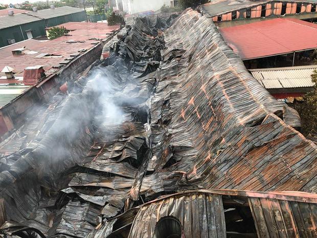 Trước đó, khoảng hơn 20h ngày 25/7 đám cháy được cho bùng lên sau đó lan ra khu vực chợ Gạo kèm theo cột khói hàng trăm mét khiến nhiều kiot hàng hoá bị cháy rụi. Đến 22h cùng ngày đám cháy cơ bản được khống chế.