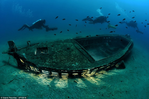 Gianni Pecchiar, người Ý, may mắn chụp lại được hình ảnh con tàu đắm này ở Rijeka, Croatia.