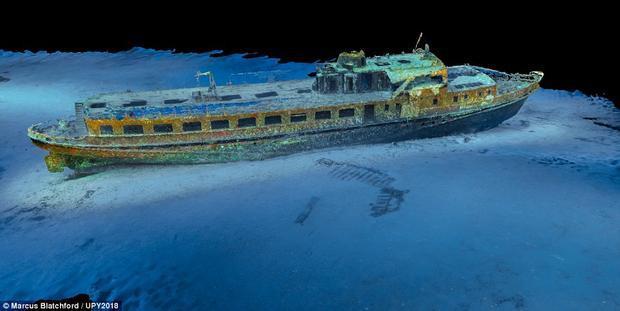 Marcus Blatchford, người Anh, là người thực hiện bức ảnh tàu đắm ở Gozo, Malta. Trên thực tế, tại Gozo có tới 3 con tàu đắm là MV Cominoland, MV Karla và MV Xlendi.