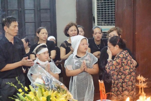 Sinh thời chị Huyền Trang được nhiều người yêu mến, nghe tin chị qua đời ai ai cũng đau đớn, xót xa.