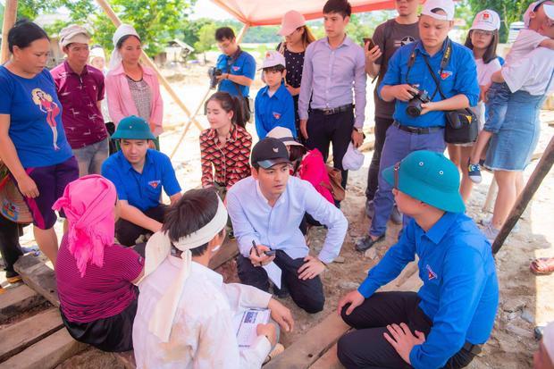 MC Phan Anh chung tay tiếp trợ cho đồng bào vùng lũ Yên Bái